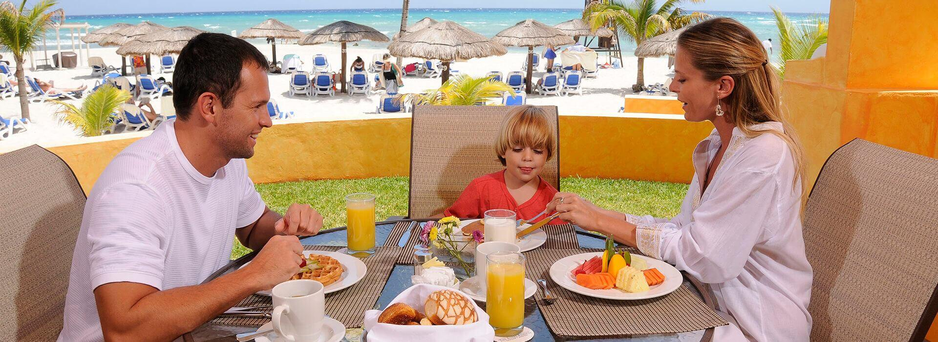 24 hours room service in Cancun resort