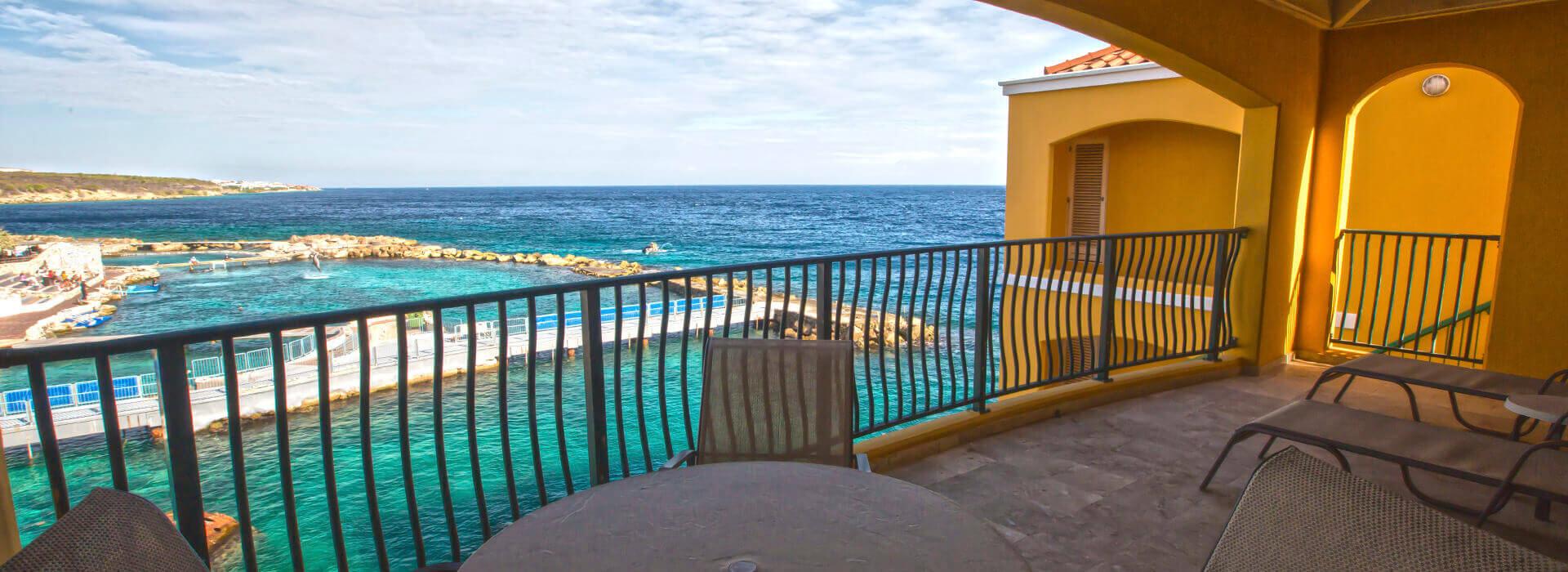 suite frente al mar en the royal sea aquarium resort