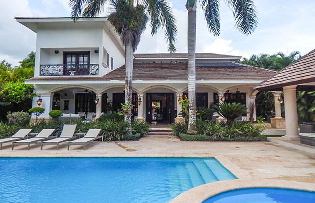 Villa Clásica de 4 Habitaciones