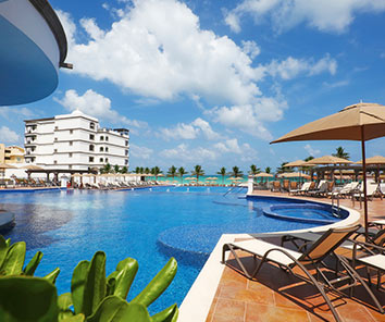Grand Residences is located 30 minutes from the Cancun airport (by car)