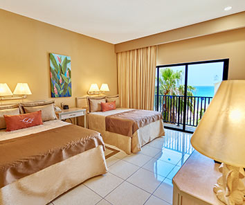 THE ROYAL ISLANDER ALL SUITES RESORT has a magnificent location close to shopping centers and tourist attractions