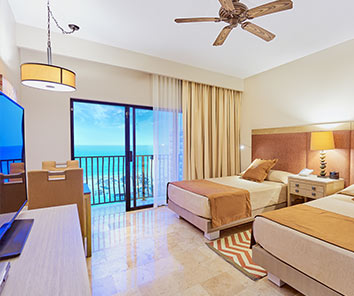 Warm and pleasant 4.5 star resort located in the best and safe section of Cancun´s Hotel Zone