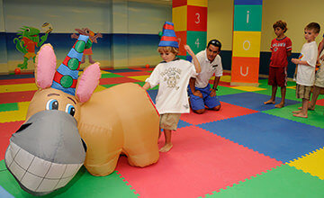 Resorts in Cancun with kids club facilities